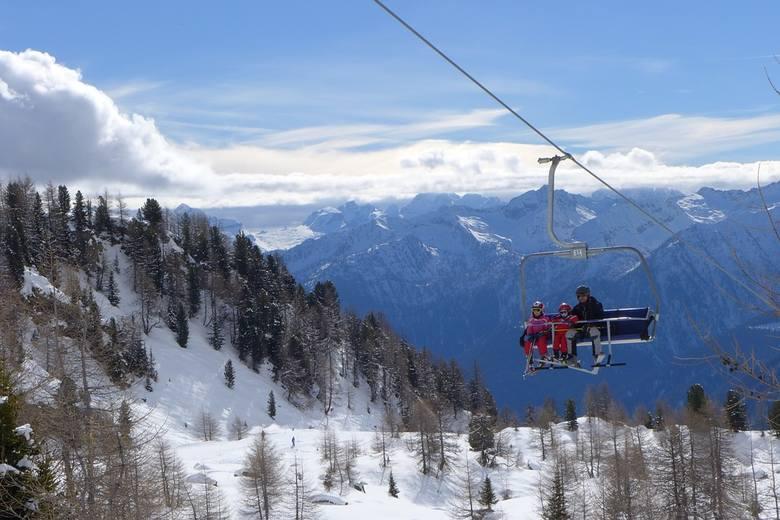 Włochy to jeden z zimowych klasyków. Turyści chętnie wybierają ten kraj ze względu na regiony narciarskie (szczególnie te znajdujące się na północy).