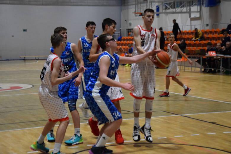 Młodzi koszykarze AZS UJK Kielce do lat 15 w czwartkowy wieczór zainaugurowali w Kielcach drugą rundę rozgrywek European Youth Basketball League. Na
