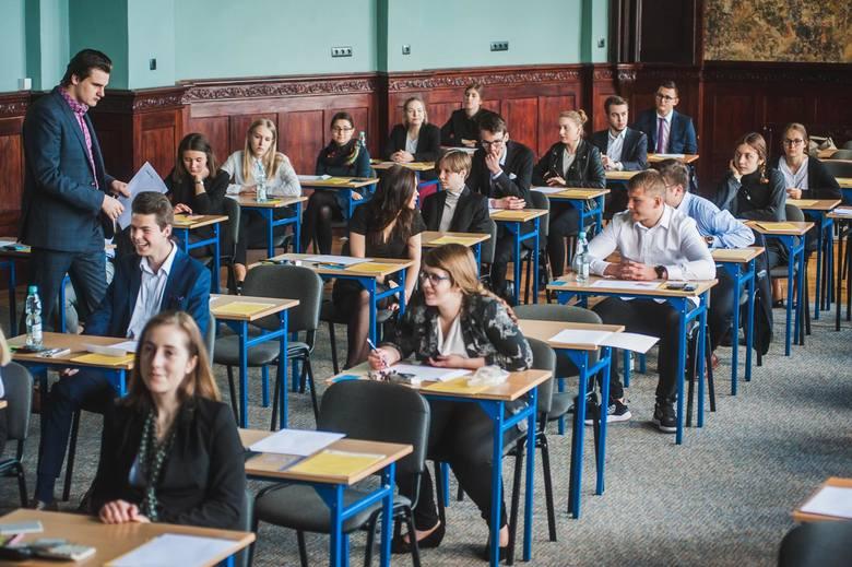 Na podstawie rankingu Perspektyw przygotowaliśmy zestawienie najlepszych liceów ogólnokształcących w Bydgoszczy. Zobaczcie, które szkoły w mieście są