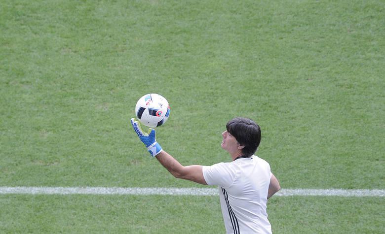 FIFA karze, Loew motywuje. Niemcy chcą przeskoczyć wysoką poprzeczkę.