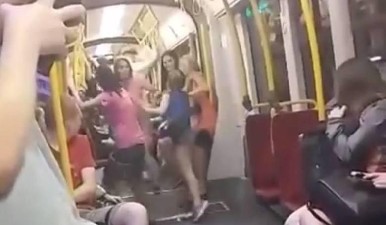 Bójka dziewcząt w warszawskim tramwaju