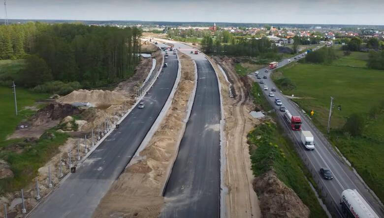 Generalna Dyrekcja Dróg Krajowych i Autostrad prezentuje najnowsze zdjęcia z prac przy budowie S5 w województwie kujawsko-pomorskim. Najbardziej zaawansowane