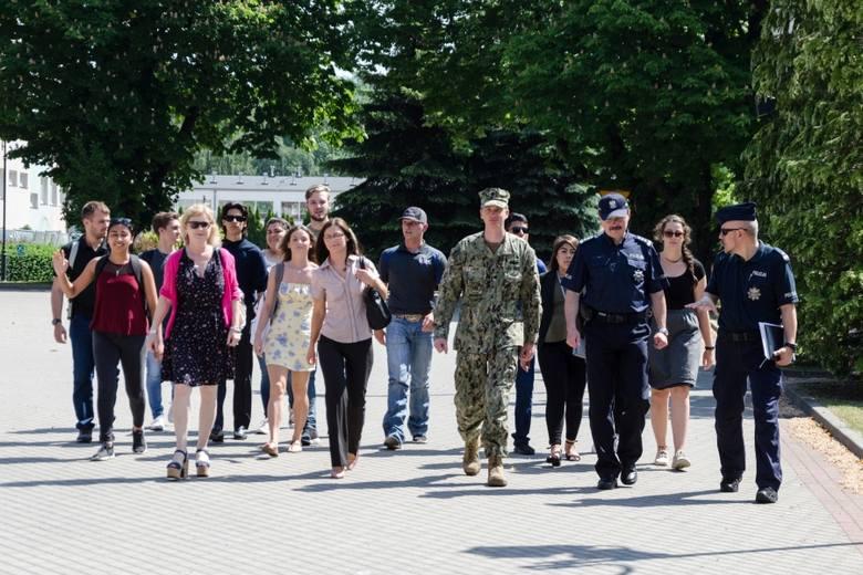 Amerykańscy studenci z Uniwersytetu Sam Houston w Huntsville (Texas) gościli przez dwa dni z wizytą w słupskiej Szkole Policji. Na co dzień młodzi Amerykanie