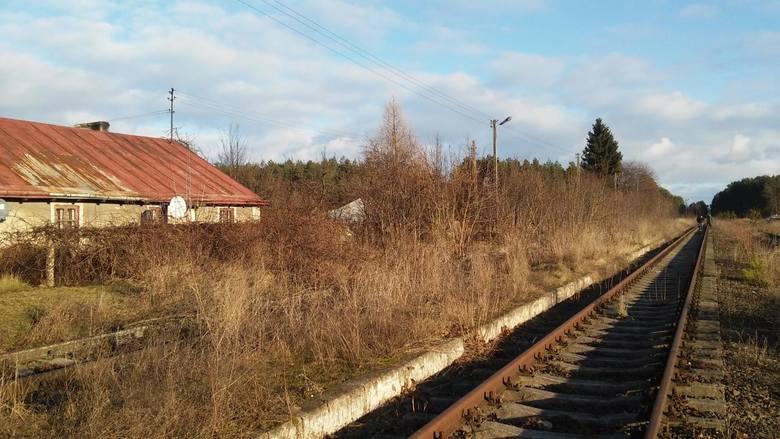 Zamknięty przystanek osobowy, a dawniej stacja kolejowa w miejscowości Czarnowo-Undy na linii kolejowej nr 36. Na uwagę zasługuje dobrze zachowana tablica