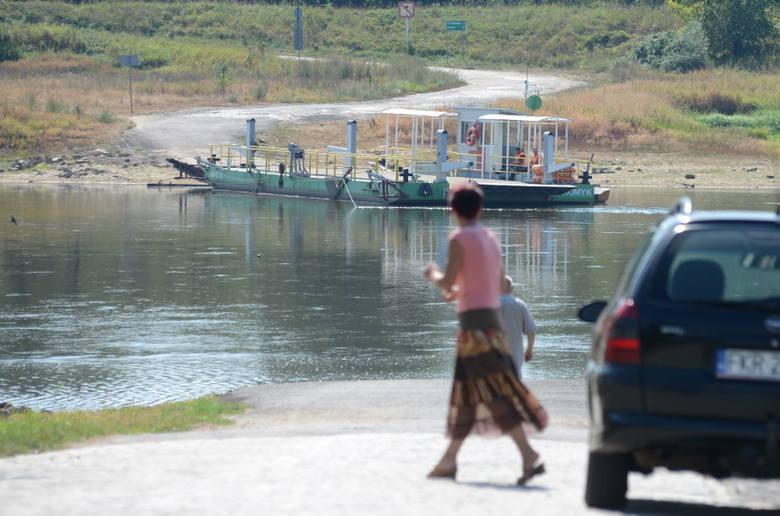 Mieszkańcy regionu od lat czekają, kiedy przeprawy promowe zostaną w końcu zastąpione mostami i będzie można normalnie funkcjonować