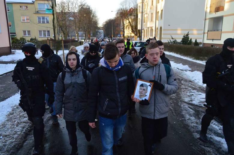 Ulicami miasta przeszedł Biały Marsz Przeciwko Przemocy. Mieszkańcy Świnoujścia zorganizowali się, by wyrazić swój sprzeciw wobec ostatnich zdarzeń.