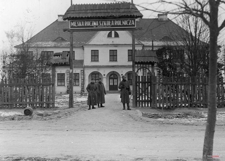 Lata 1939-1944. Męska szkoła rolnicza w Zwoleniu zamieniona na niemieckie koszary.