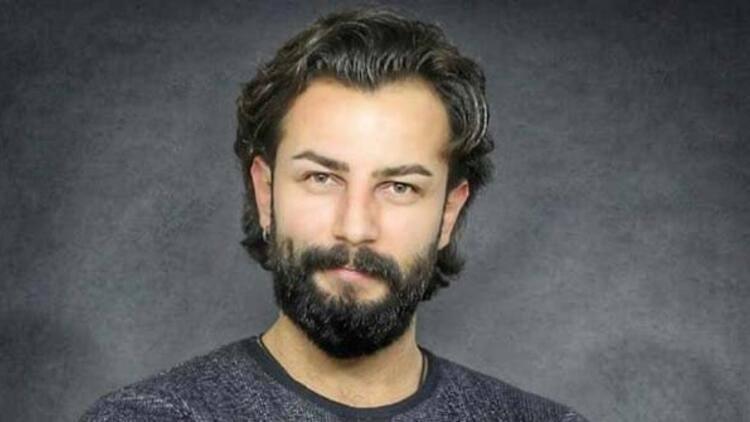 Gökberk Demirci czyli EmirUrodził się 20 października 1989 roku w tureckim mieście Izmit. Ma 181 cm wzrostu i waży 80 kg. Zanim na poważnie zajął się