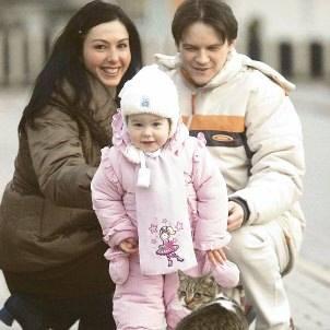 - Świąteczne pierniki robimy według przepisu, który jest w naszej rodzinie od ponad 90 lat! - mówią Agata Imańska-Flasza z mężem Piotrem i córką Jul