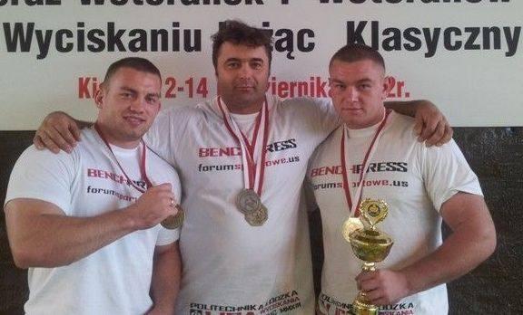Od lewej Kamil Kanas, trener Marcin Laśkiewicz i Rafał Kanas