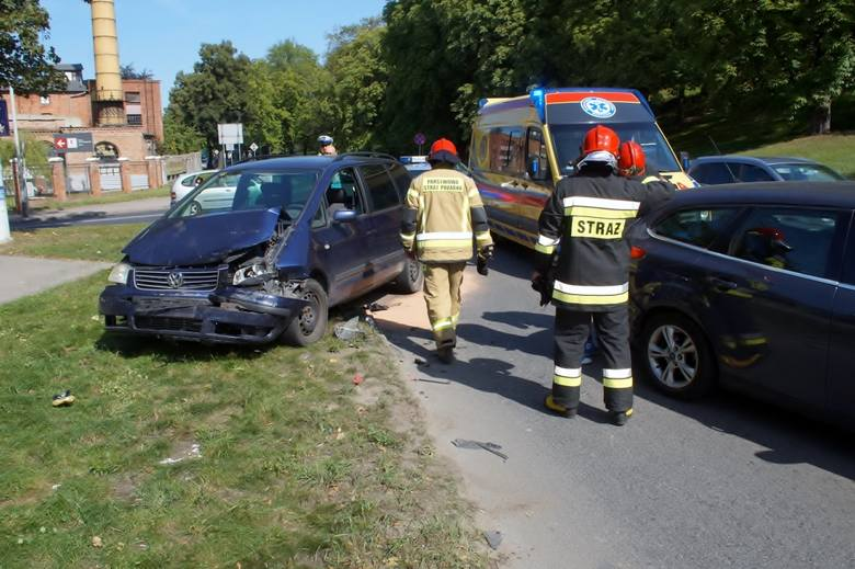 Do dwóch groźnie wyglądających kolizji doszło dziś (24.08) w Słupsku. Jedna z nich miała miejsce przy ulicy Bałtyckiej, druga przy ulicy Kaszubskiej.