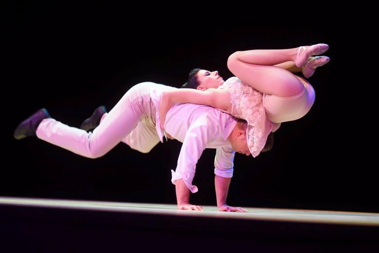 """W środę, 22 maja, w Teatrze Lubuskim w Zielonej Górze odbyła się gala """"Lauru Naukowca"""". Jej uczestnicy byli pod wrażeniem występu duetu Acroart.Już po"""