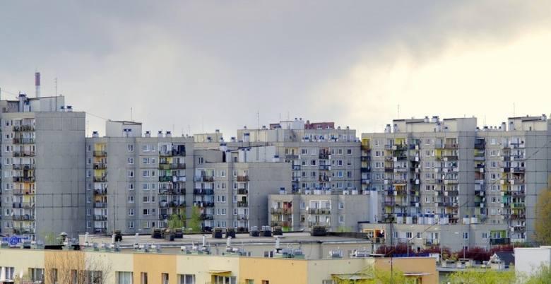 Mieszkanie w bloku może być uciążliwe - zwłaszcza na dużych osiedlach.