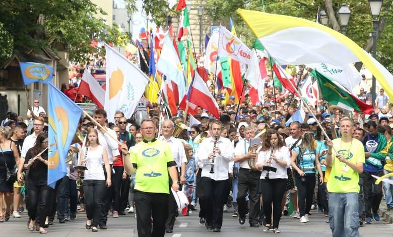 Światowe Dni Młodzieży 2016. Tysiące pielgrzymów przeszło w Marszu Narodów przez Kielce