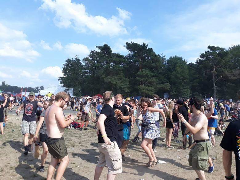 Rozpoczął się festiwal Pol'And'Rock. Czyli Przystanek Woodstock. Zobaczcie ZDJĘCIA z pola