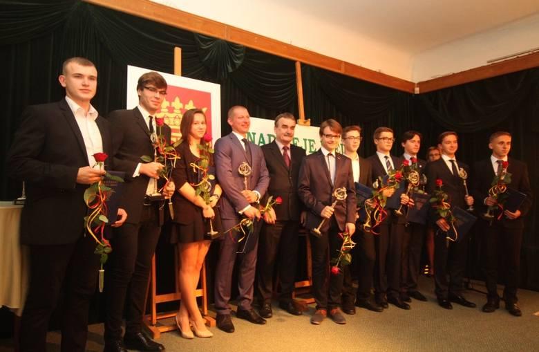 Wspólne zdjęcie laureatów nagrody Nadzieje Kielc 2014.
