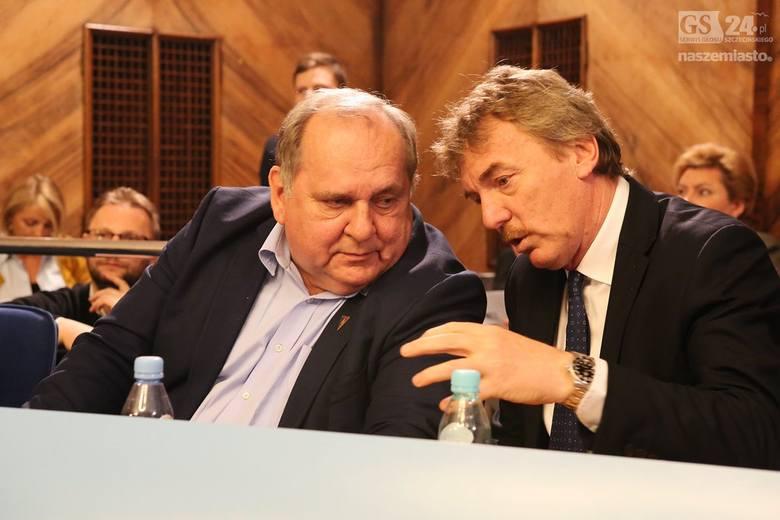 Prezes PZPN Zbigniew Boniek przez ponad dwie godziny przysłuchiwał się dyskusji na temat stadionu w Szczecinie jaką prowdzili radni, kibice i projektant