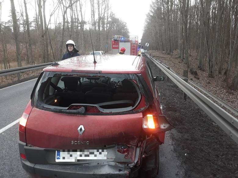 Dwie osoby w szpitalu i ruch wahadłowy - to skutki wypadku, do którego doszło na wyjeździe z Bydgoszczy w miejscowości Tryszczyn.Do zdarzenia w Tryszczynie