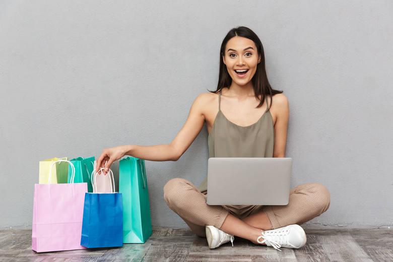 Tak się dajemy robić online. Dzięki sztuczkom marketingowym wydajemy więcej, niż byśmy chcieli