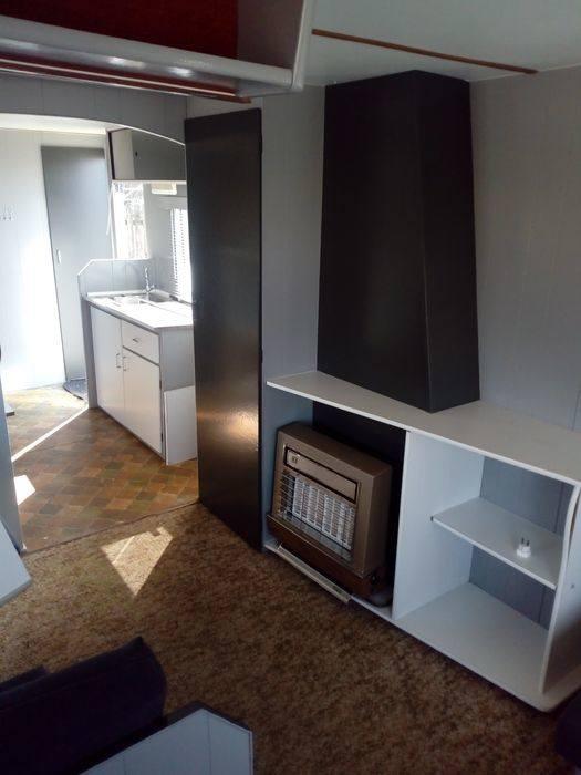 Domek holenderski o wymiarach zewnętrznych 3m x 8,5m.Posiada jedną sypialnię, aneks kuchenny i jadalnię, WC, miejsce na łazienkę. Cena: 27 000 zł, ID