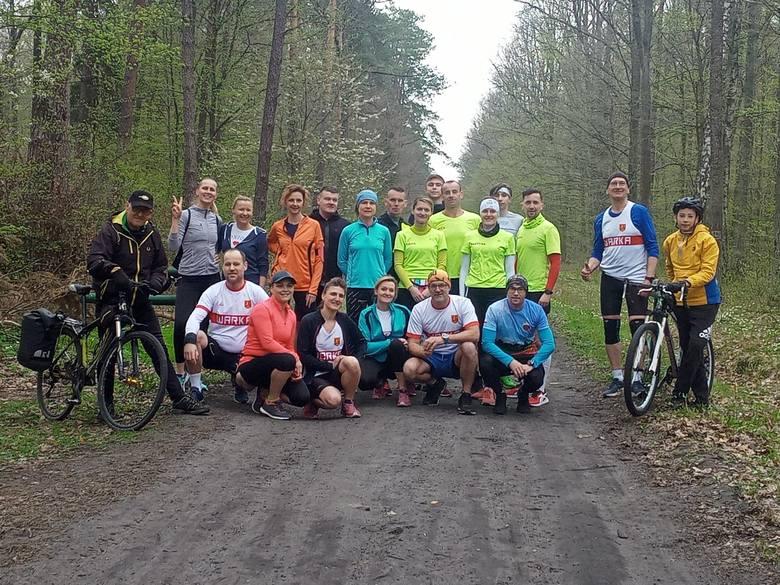 1 maja grupa biegaczy z Run Team Pionki zorganizowała wspaniałą imprezę biegową na świeżym powietrzu. Przybyło 20 osób - z Pionek, Białobrzegów i Warki.