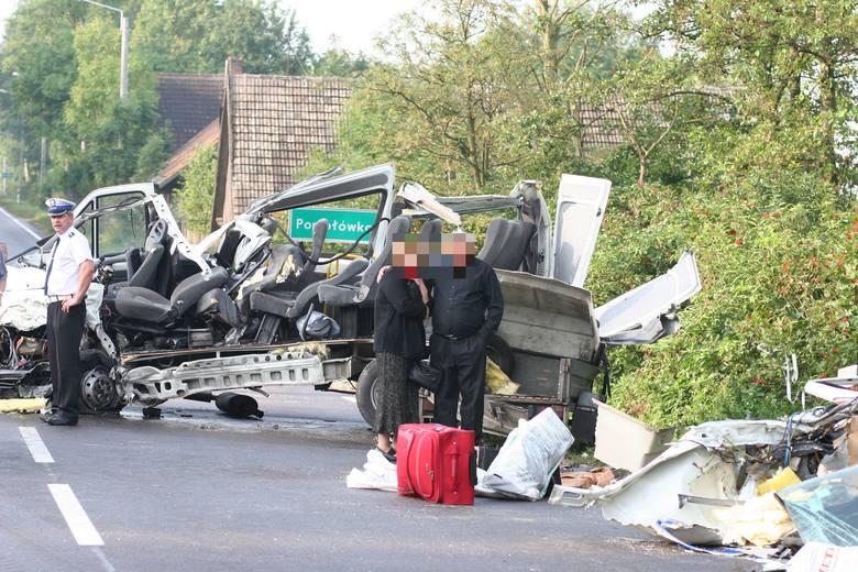 Trzy osoby zginęły w wypadku na ósemce w 2007 roku. 9 sierpnia minęło 11 lat od tego zdarzenia. Przypominamy straszny wypadek, który miał miejsce w okolicach