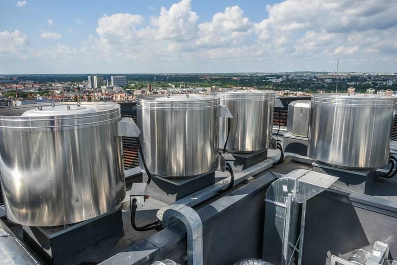 Dotarliśmy już na najwyższe piętra nowego poznańskiego wieżowca. Zobacz, jak wygląda panorama Poznania z Bałtyku.
