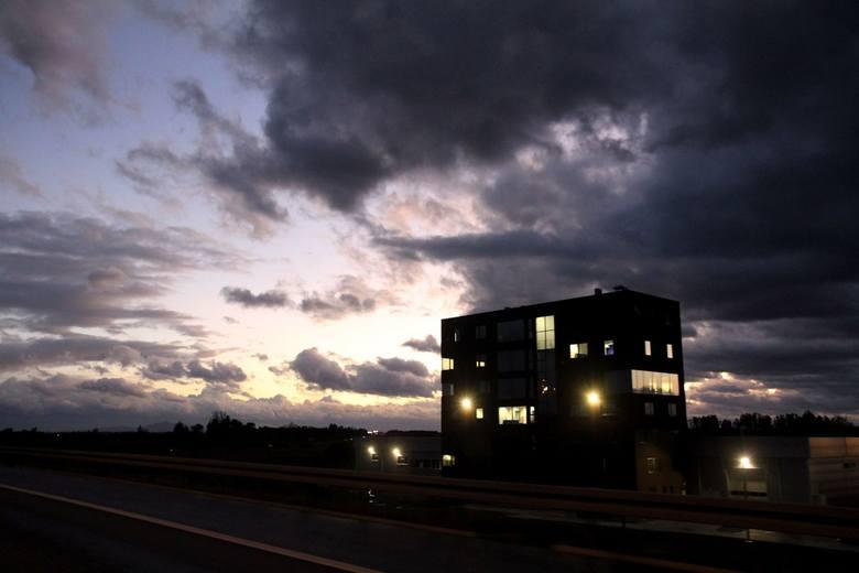 Od godz. 10 w niedzielę aż do 6 rano w poniedziałek dla południa Dolnego Śląska obowiązuje ostrzeżenie meteorologiczne pierwszego stopnia. Huragan Dennis
