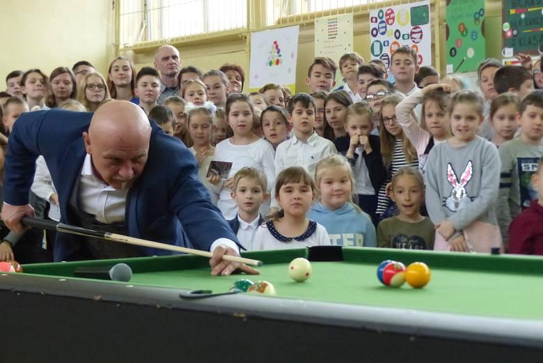 W Szkole Podstawowej numer 1 imienia Stanisława Staszica w Kielcach uroczyście otwarto ośrodek bilardowy.  W tym wydarzeniu uczestniczyli między innymi