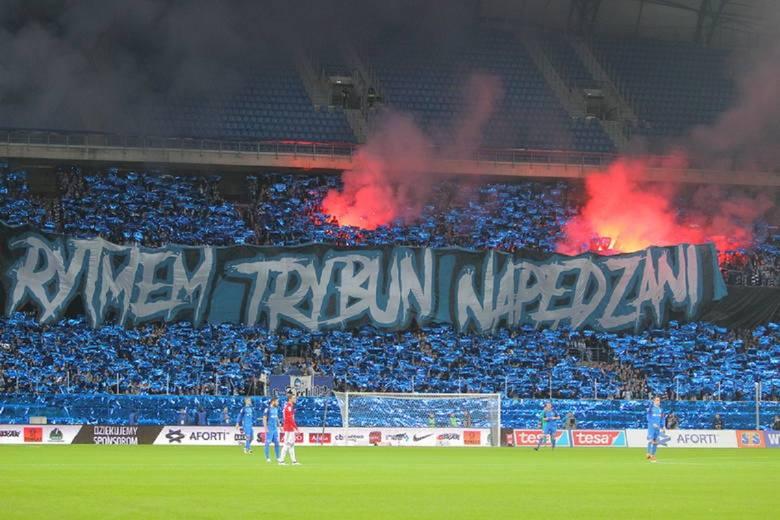 Ostatnio sporo mówiło się o słabej grze Lecha Poznań przy dużej, jak na naszą ligę, frekwencji przy Bułgarskiej. Te głosy nasiliły się po dwóch ostatnich