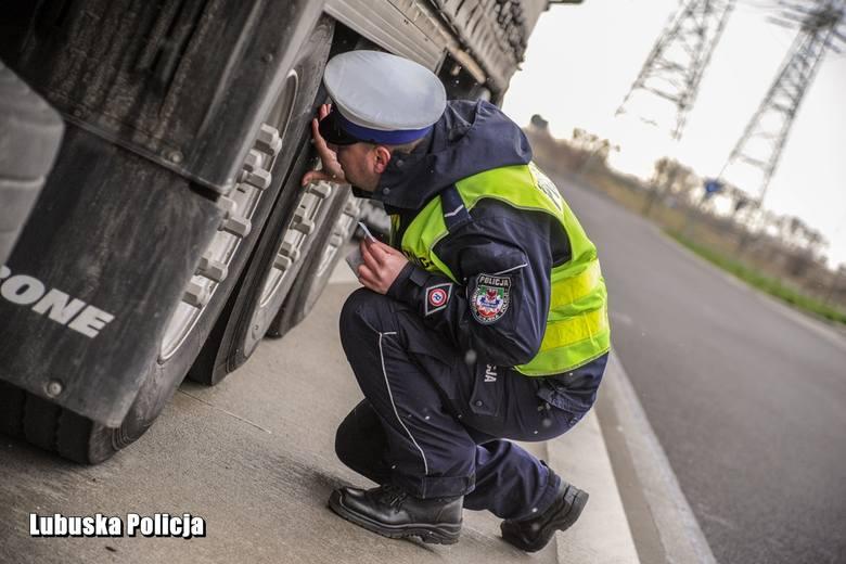 Policjanci i funkcjonariusze ITD sprawdzali ciężarówki, które przejeżdżają przez województwo lubuskie.