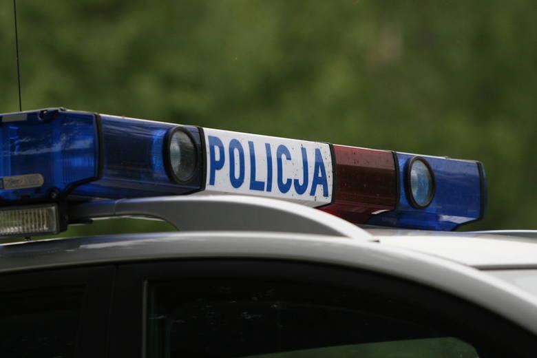 Policjanci w otwartym mieszkaniu zastali leżącego w łóżku 66-letniego mężczyznę.