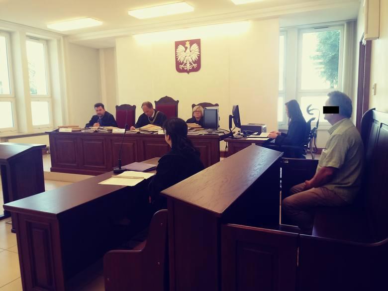 Oskarżony od początku nie przyznawał się do stawianych mu zarzutów. Przed sądem drugiej instancji walczył o uniewinnienie.