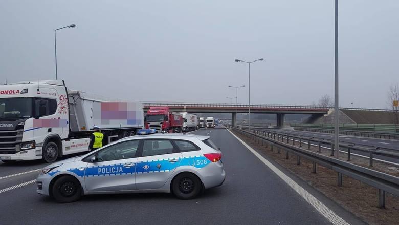 Wypadek na autostradzie A4 między węzłami Kędzierzyn-Koźle i Strzelce Opolskie.