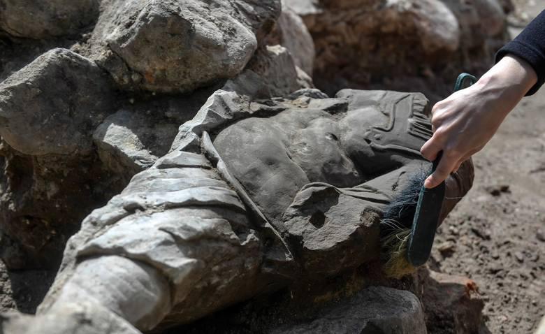 Barokowa rzeźba znaleziona w Gdańsku w starych fundamentach. Ma ok. 300 lat