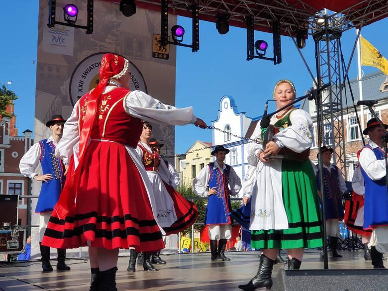 Zjazd Kaszubów w Pucku w sobotę, 21.08.2021 r. Inauguracja na Starym Rynku