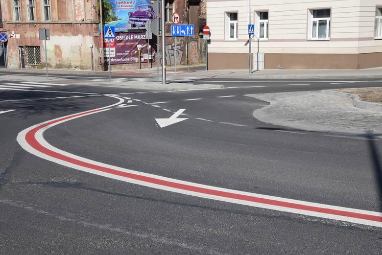 Na rondzie u zbiegu ulic Wrocławskiej i Sienkiewicza w Zielonej Górze pojawiły się już nowe oznakowania.