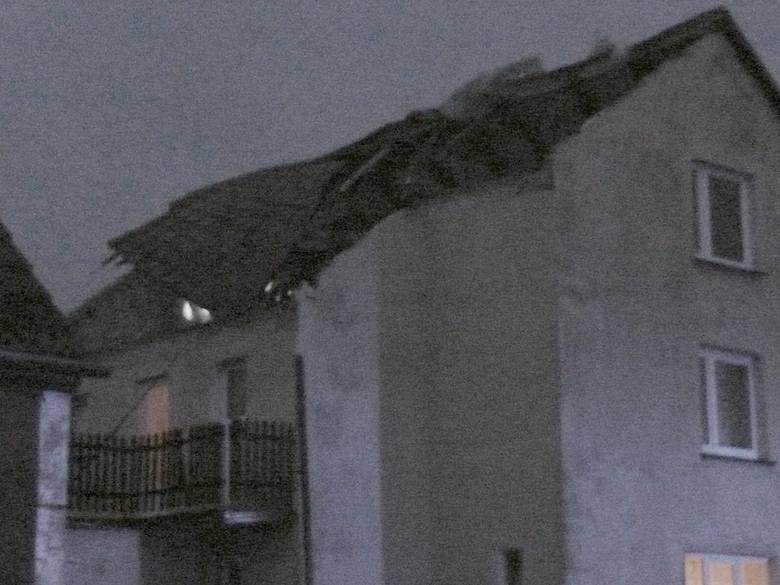 Zerwany dach w Jeżyczkach [zdjęcia]