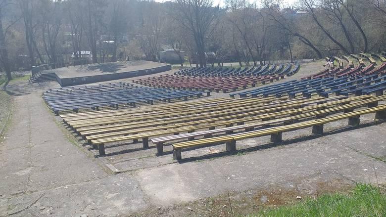 """""""Towarzystwo"""" z Chełmna spotyka się na plantach i w amfiteatrze, by wypić coś z procentami. To co tam jest, to jest cos strasznego"""
