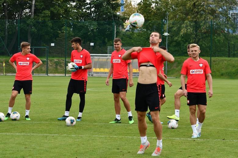 Podczas przerwy reprezentacyjnej piłkarze Lecha rozjechali się po kadrach młodzieżowych. Do wybrańców Jerzego Brzęczka trafił Robert Gumny, ale nie miał