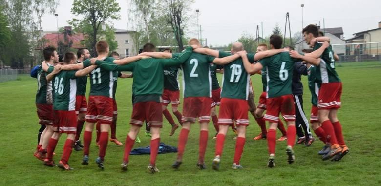 27. kolejka 4 ligi podkarpackiej została dokończona w środę. W ostatnim meczu Błękitni Ropczyce rozbili Stal Gorzyce i dwóch graczy zespołu Andrzeja