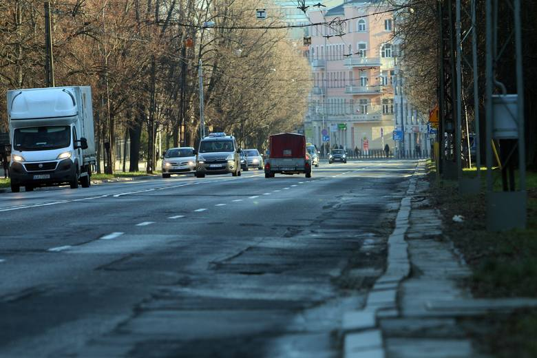 """Autobusy i trolejbusy nie chcą zjechać z Racławickich i Lipowej. Przebudowa ulic """"pod ruchem"""""""