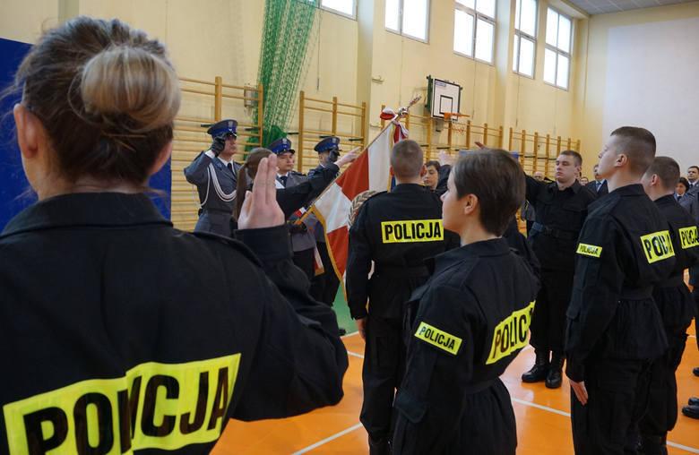 Praca w policji: Jakie wymogi trzeba spełniać, by zostać policjantem?