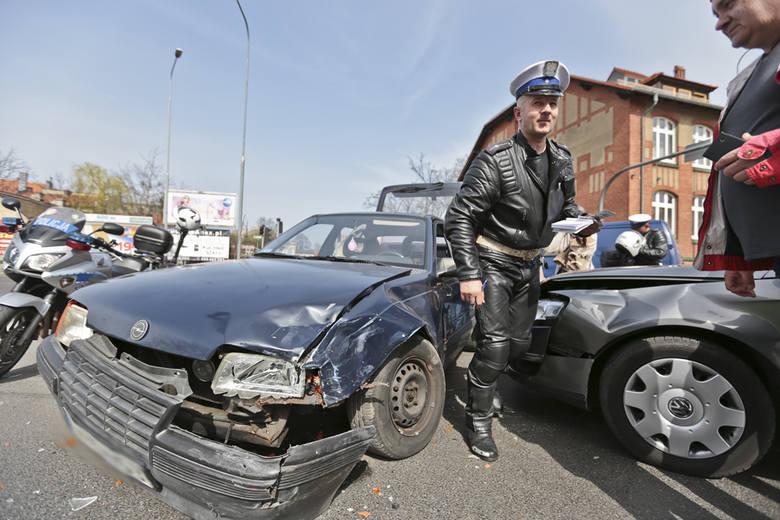 Na skrzyżowaniu w Zielonej Górze doszło do zderzenia dwóch samochodów.