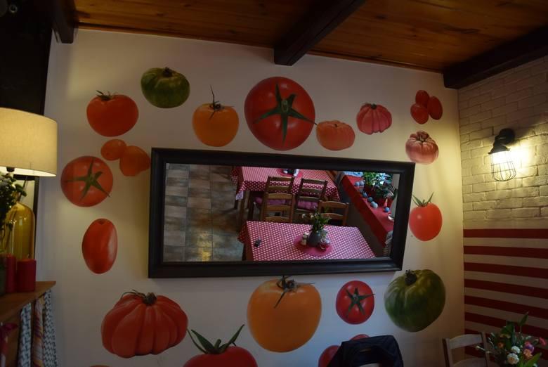 """W programie """"Kuchenne rewolucje"""" kaliską Pierogatkę przekształcono w Pomidorowe Bistro."""