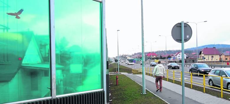 Kilka miesięcy temu ekran przy ulicy Ściegiennego zniszczyli wandale. Ekranu przez dłuższy czas nie wprawiano, ale dzięki naszej interwencji ostatecznie