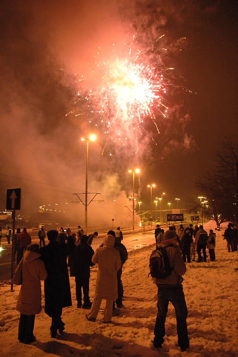 Miejskie witanie Nowego Roku nigdy nie cieszyło się dużą frekwencją. W tym roku nad Odrę przyszło kilka tysięcy szczecinian. Najbardziej widowiskowy