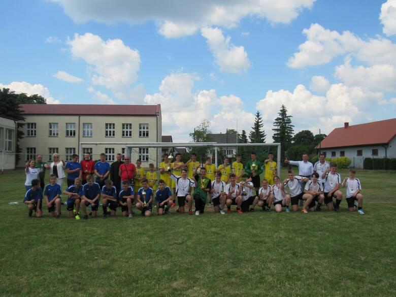 40 lat temu szkoła w Koniecznie otrzymała imię noblisty Henryka Sienkiewicza. W czwartek uczniowie walczyli Turnieju Piłki Nożnej o Puchar Proboszcza