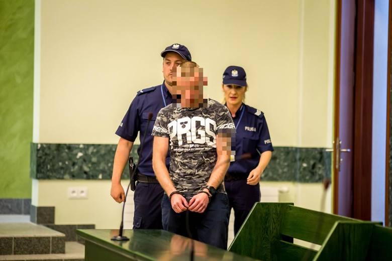 Sąd Okręgowy w Białymstoku uznał, że kara wobec 29-letniego Adriana K. wymierzona w pierwszym procesie jest rażąco surowa. Dlatego sędziowie złagodzili