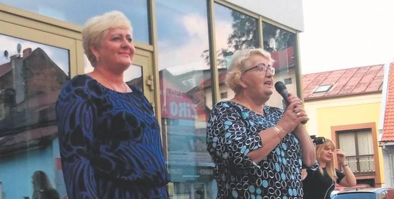 Henryka Krzywonos-Strycharska przyjechała do Żywca na zaproszenie posłanki PO Małgorzaty Pępek (z lewej)
